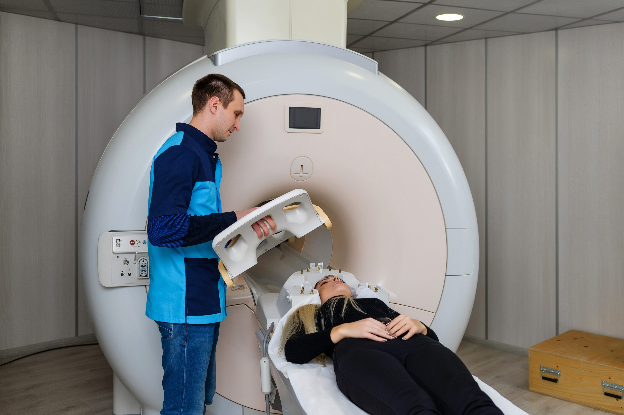 scanning patient on ge mri scanner with ge hnu coil