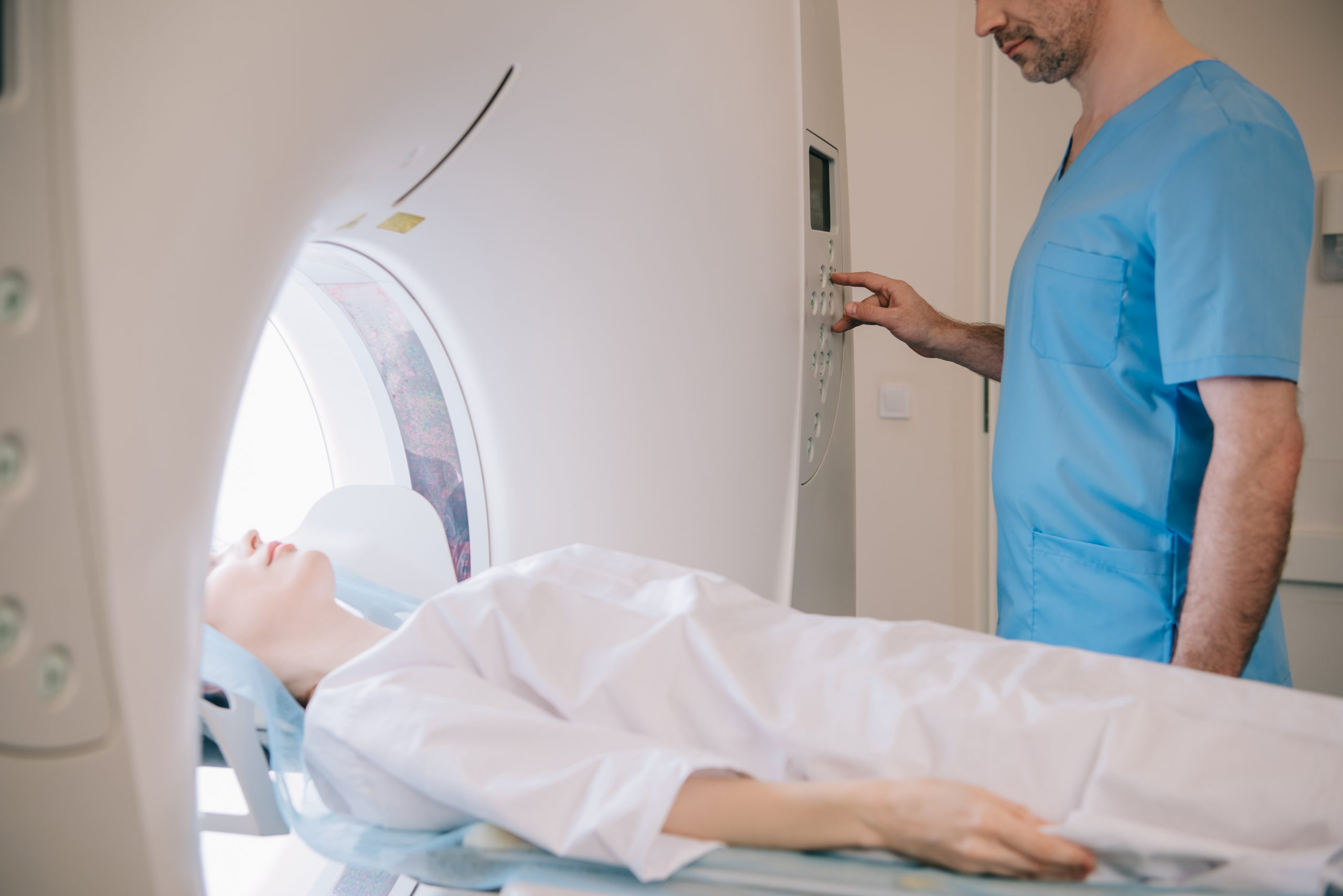 Kidney mri or ct scan